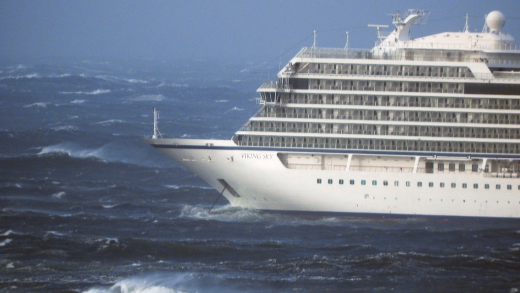 Cruise ship passengers reportedly evacuated from vessel off Norway coast