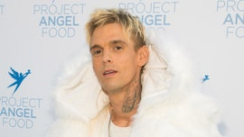 Aaron Carter shares photo from hospital