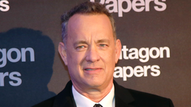 Tom Hanks surprises woman by singing 'Happy Birthday' while out to dinner