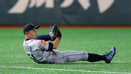 Ichiro walks off into history before packed Tokyo Dome crowd