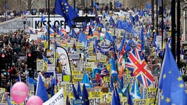 Hundreds of thousands protest in London demanding second Brexit vote