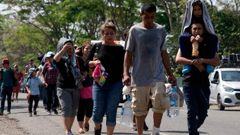 Mexico to hand out some humanitarian visas as thousands of caravan migrants gather in Chiapas