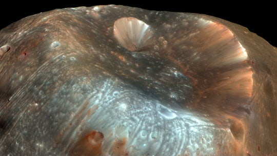 A weird powder puzzle on the Martian moon Phobos may be solved