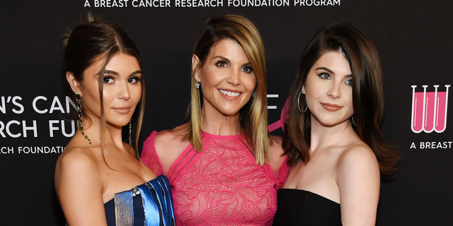 Bella Giannulli twins with imprisoned mom Lori Loughlin in throwback 'Full House' pic: 'Copied her'