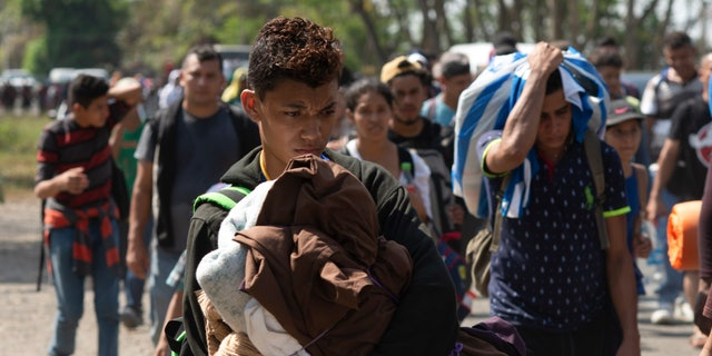 Central American migrants, part of the caravan hoping to reach the U.S. border, move on a road in Tapachula, Chiapas State, Mexico, Thursday, March 28, 2019. A caravan of about 2,500 Central Americans and Cubans is currently making its way through Mexico's southern state of Chiapas. (AP Photo/Isabel Mateos)