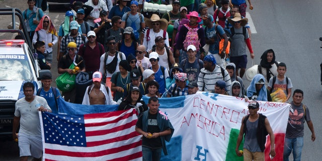 Central American migrants, a part of the caravan that wants to reach the US border, move on a street in Tapachula, Chiapas State, Mexico, Thursday, March 28, 2019. A caravan of about 2,500 Central Americans and Cubans is currently crossing the Mexican state of Chiapas. (AP Photo / Isabel Mateos)
