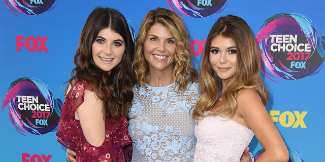 Lori Loughlin reportedly had an emotional reunion with her daughters after getting out of prison.