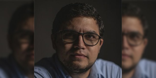 Detained Venezuelan reporter says he has been beaten while in custody of government agents