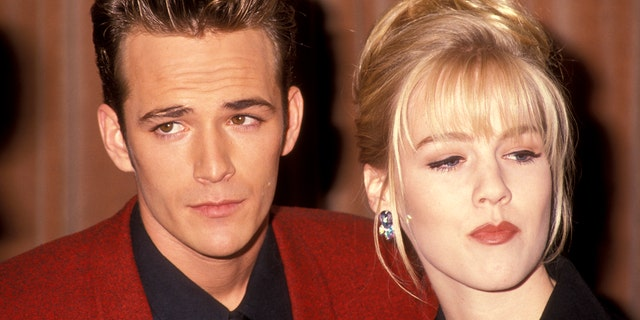 Luke Perry and Jennie Garth at the Nancy Susan Reynolds Awards in November 1991.