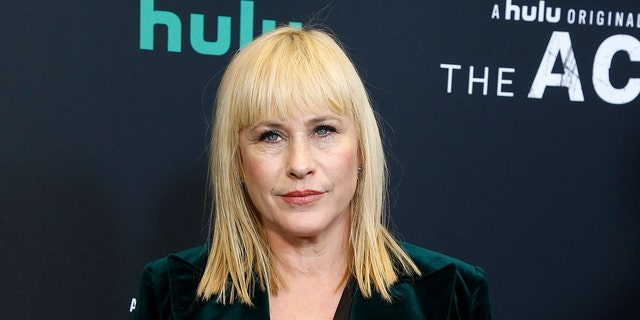 Patricia Arquette dedicated part of her Golden Globes acceptance speech to criticizing Donald Trump and encouraging people to vote for Democrats.