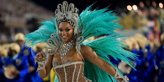 TOPSHOT - A reveler of the Unidos da Tijuca samba school performs during the second night of Rio's Carnival at the Sambadrome in Rio de Janeiro, Brazil, on February 12, 2018. / AFP PHOTO / Mauro PIMENTEL (Photo credit should read MAURO PIMENTEL/AFP/Getty Images)