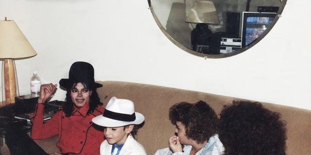 Michael Jackson, Wade Robson, Chantal Robson, Joy Robson (1990)