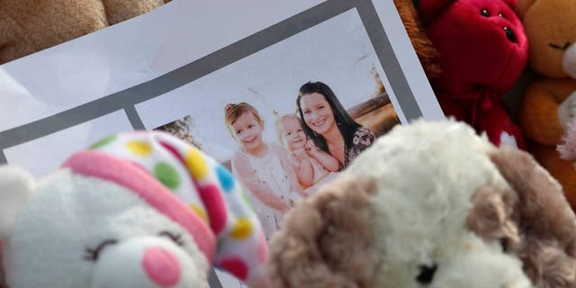 Shanann Watts and her daighter, Celeste, 3, and Bella, 4.