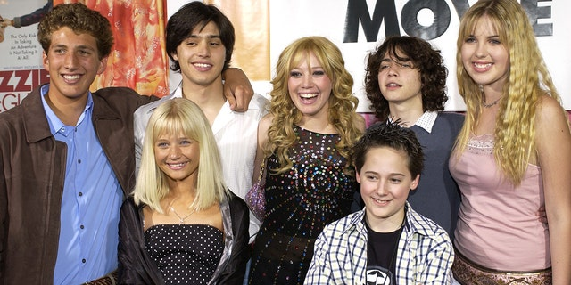 (L to R) Clayton Snyder, Yani Gellman, Carly Schroeder, Hilary Duff, Jake Thomas, Adam Lamberg, Ashlie Brillaut (Photo by L. Cohen/WireImage)
