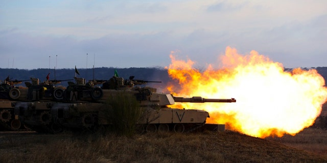 U.S. Marines with 1st Tank Battalion, 1st Marine Division, glow a 120 mm smoothbore tank gun from an M1A1 Abrams tank during practice Comanche Run during Fort Hood, Texas, Feb. 20, 2019.