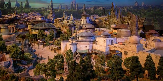 Star Wars: Galaxy's Edge ouvrira le 31 mai 2019 au parc Disneyland à Anaheim, en Californie.