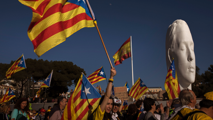 Thousands march in Madrid supporting separatists on trial