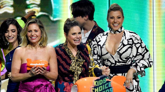 'Fuller House' stars seem to reference Lori Loughlin in Kids' Choice Awards speech amid college admissions ...