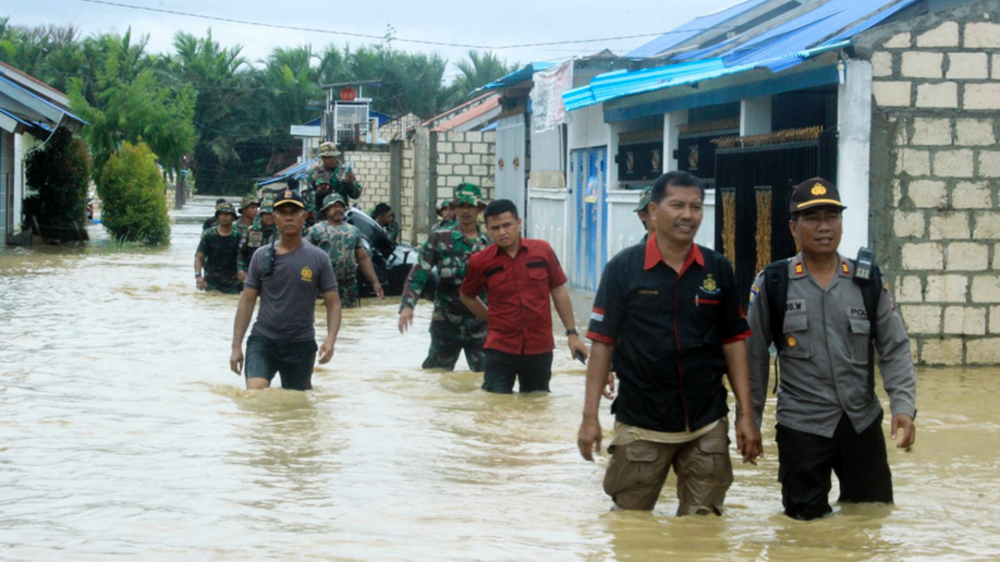 58 dead, thousands displaced in Indonesia floods