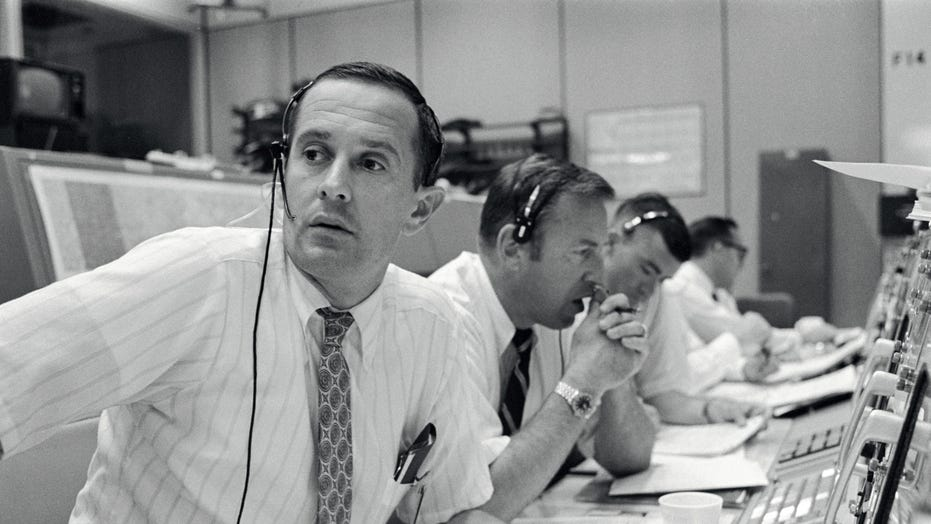 Apollo astronaut recounts Mission Control during Moon ...
