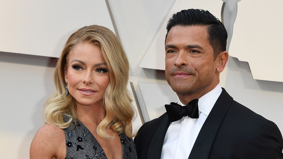 Kelly Ripa Shares Nude Selfie With Husband Mark -9658