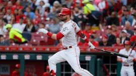 Cincinnati Reds outfielder Jesse Winker distracted by fan's nachos after making running catch