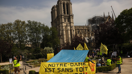 "Homeless activists outside Notre Dame demand ""a roof too"""
