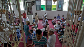 Sri Lanka Muslims brave militant threats for Friday prayers