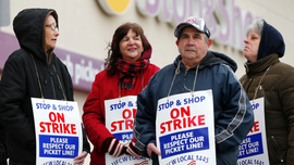 Rabbis: 'Not kosher' to patron grocery store during strike