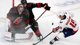 Teravainen, Hurricanes beat Capitals 2-1, even series