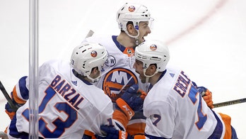 Islanders finish off Penguins 3-1 for stunning playoff sweep