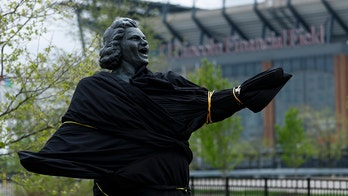 Philadelphia Flyers remove Kate Smith statue, New York Yankees halt her 'God Bless America' amid controversy