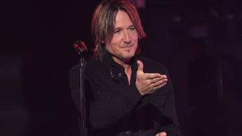 Keith Urban recalls time he forgot guitar solo at CMA Fest: 'I can see the trainwreck look on my face'