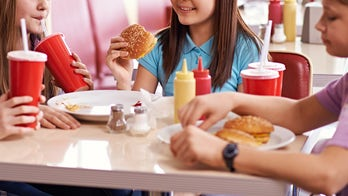 Restaurant bans unaccompanied middle school students from dining, sparks mixed reviews