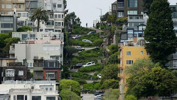 San Francisco mulls toll to drive down famous crooked Lombard Street