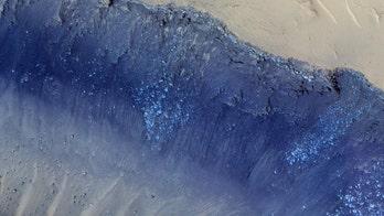 NASA captures Martian landslide in stunning pic