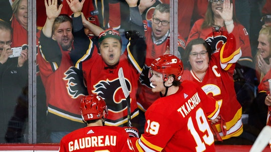 Tkachuk, Smith lift Flames over Avalanche 4-0 in Game 1