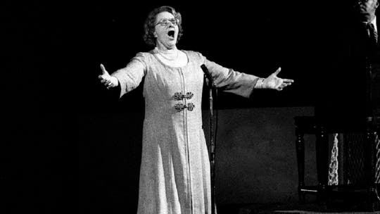 Kate Smith's relatives 'heartbroken' after Yankees, Flyers drop her 'God Bless America' recording: report