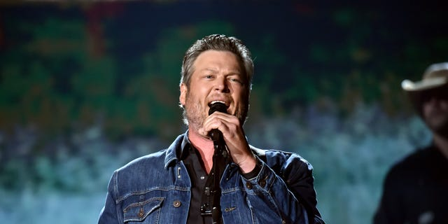 Blake Shelton performs 'God's Country' during the 54th Academy Of Country Music Awards at MGM Grand Garden Arena on April 07, 2019 in Las Vegas, Nevada.
