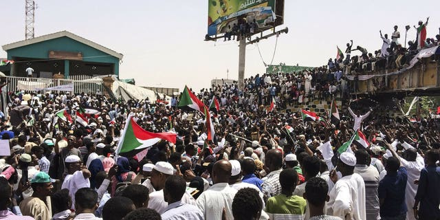 Westlake Legal Group 2c461662-2000-3 Sudan protest leaders urge people to remain in streets amid military coup, with 16 people killed in last few days Lukas Mikelionis fox-news/world/world-regions/africa fox-news/world/conflicts fox news fnc/world fnc article 34aaddf4-e7fc-50a5-bdaa-8226c65b142d