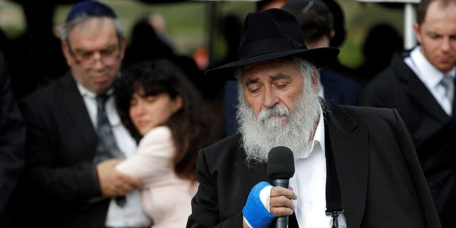 "Rabbi Yisroel Goldstein previously described Lori Kaye a ""pioneer, founding member"" of the congregation."
