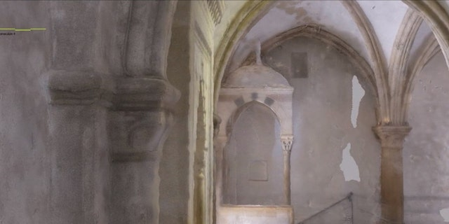 A 3D model of the Cenacle's interior.