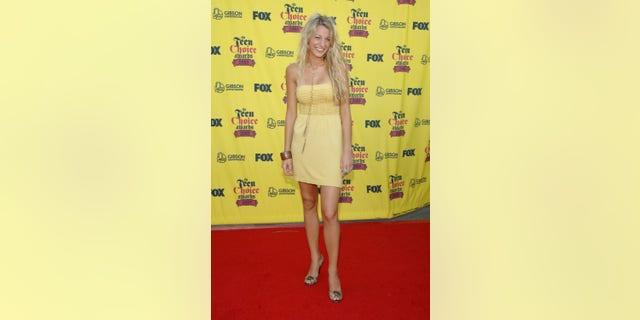 Lively attends the 2005 Teen Choice Awards in the famous yellow Forever 21 frock.