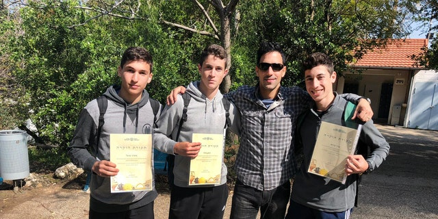 The Haemeq Hamaaravi high school pupils who found the gold coin (Photo: Suzi Frenkel)