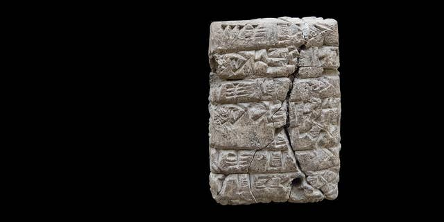 The first of the cuneiform tablets discovered during the Kunara excavation. The tablet records the delivery of different types of flour. (A. Tenu / Mission archéologique française du Peramagron)