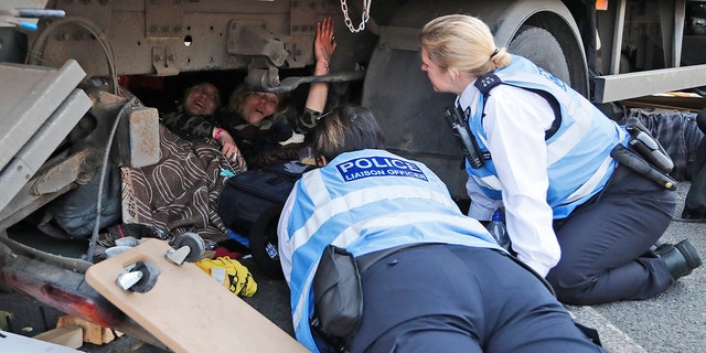 Westlake Legal Group London-Climate-Protest-3-AP Climate change protesters bring London to halt, demonstrator glues himself to subway train, 300 arrested in 2 days Lukas Mikelionis fox-news/world/world-regions/united-kingdom fox-news/us/environment/climate-change fox news fnc/world fnc f70613bb-0c39-516e-8a89-55d2645b78c1 article