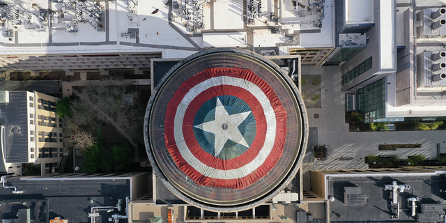 "MIT ""hackers"" turned the top of the Great Dome into a Captain America shield."