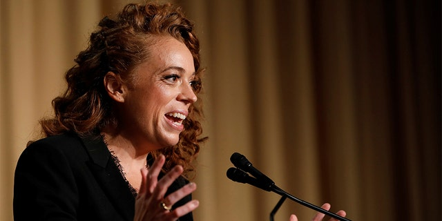 Comedian Michelle Wolf performs at the White House Correspondents' Association dinner in Washington, U.S., April 28, 2018. REUTERS/Aaron P. Bernstein - RC155E568A20