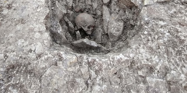 One skeleton was detected with a skull placed during a feet.