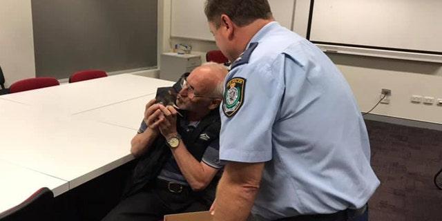 Westlake Legal Group Rat-kissing-3 Cops reunite homeless Australian man with his pet rat Paulina Dedaj fox-news/world/world-regions/australia fox-news/odd-news fox news fnc/world fnc d73e140f-18b3-503f-bf4d-a04b80938b1d article